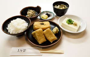 """Okabe teishoku"" The Okabe set (the original set) (Thick fried tofu, rice, chilled tofu, miso soup, small dish, Japanese pickles) 820yen (tax included)"