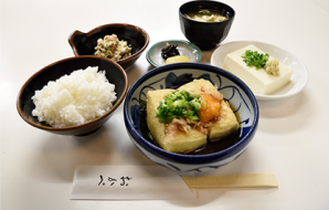 """Agedashi teishoku"" Deep fried set (only 15 served per day) (Deep fried tofu with soup stock, rice, chilled tofu, miso soup,  small dish, Japanese pickles) 950yen (tax included)"